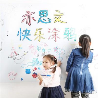 宝宝喜欢涂鸦,亦思文涂鸦墙膜满足他 亦思文学习文具